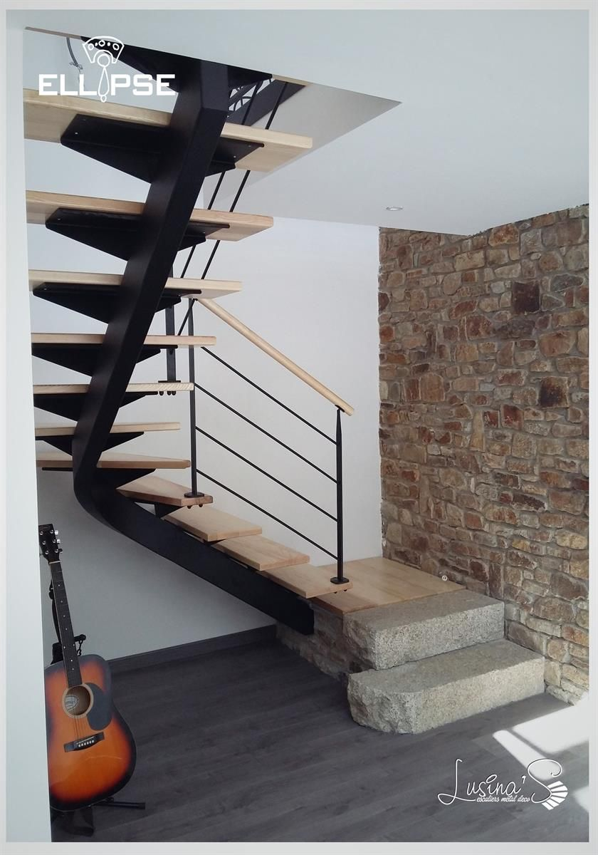 Escalier en tôle d\'acier pliée dans Maison contemporaine dans un ...