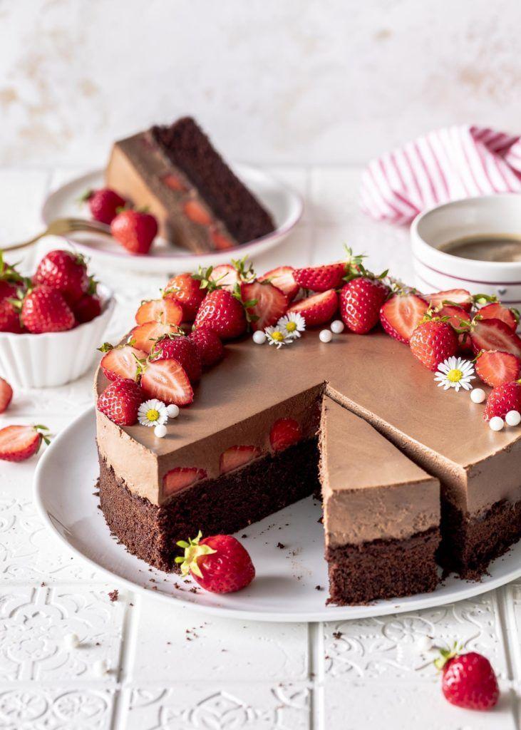 Erdbeer-Brownie-Torte mit Kaffee-Schokomousse – Emma's Lieblingsstücke