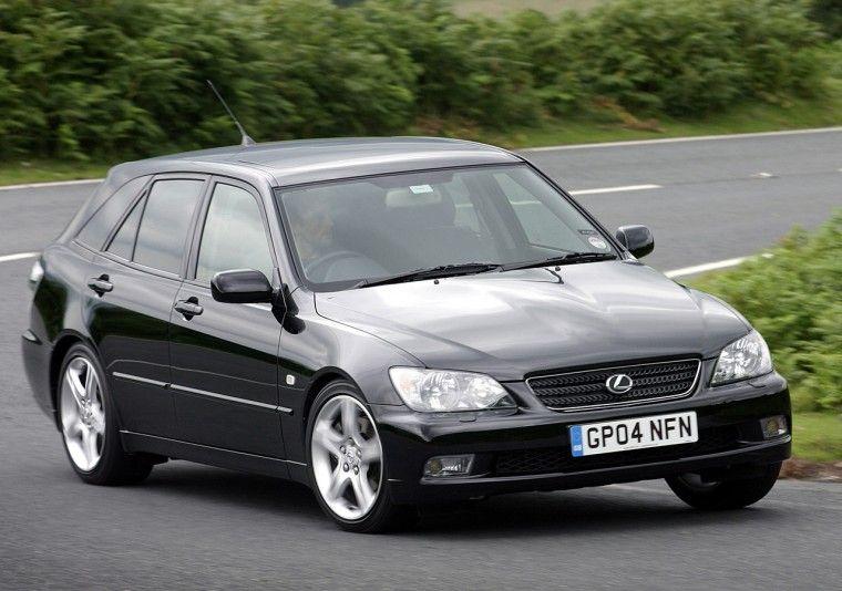 Lexus IS 300 Photos, News, Reviews, Specs, Car listings
