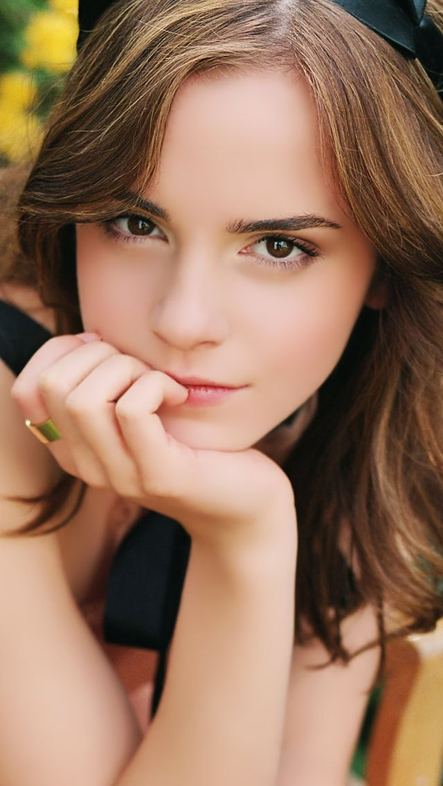 Emma Watson Thinking IPhone 5s Wallpaper