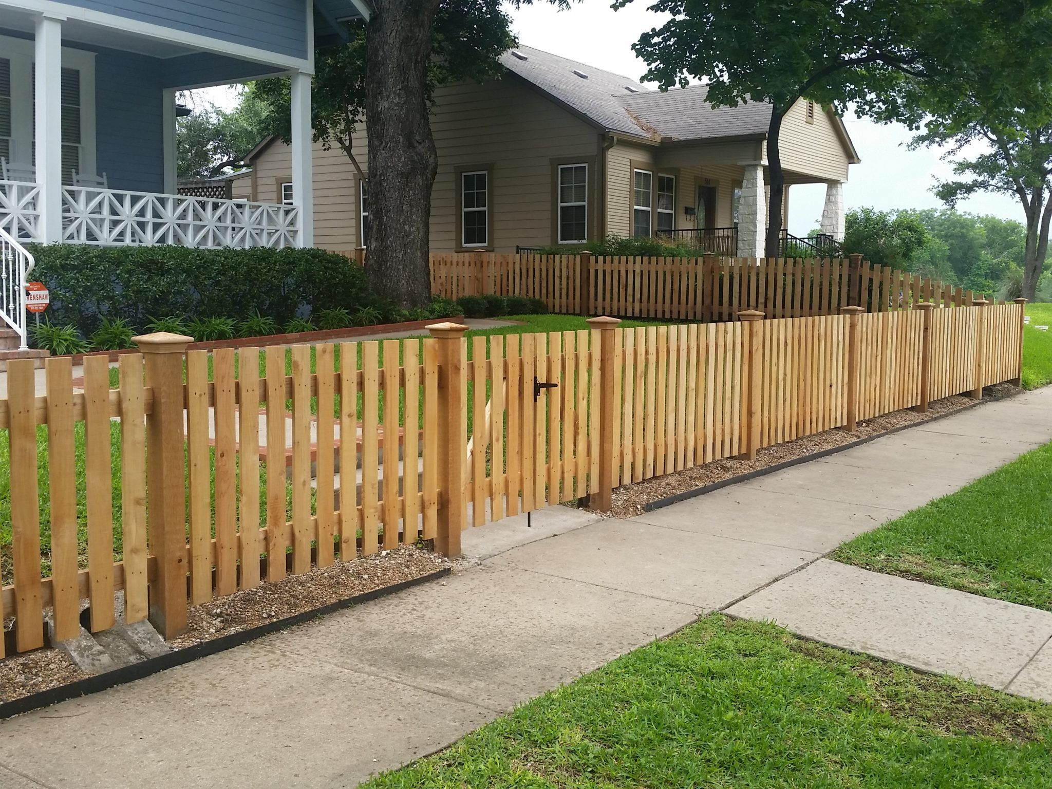Custom Wood Fence Austin Tx Horizontal Cedar Picket Fences Sierra Fence Inc Wood Fence Design Wood Fence Outdoor Decor Backyard