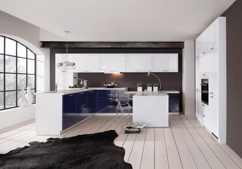 Im modernen Design präsentiert sich diese Küche mit einer eleganten ...