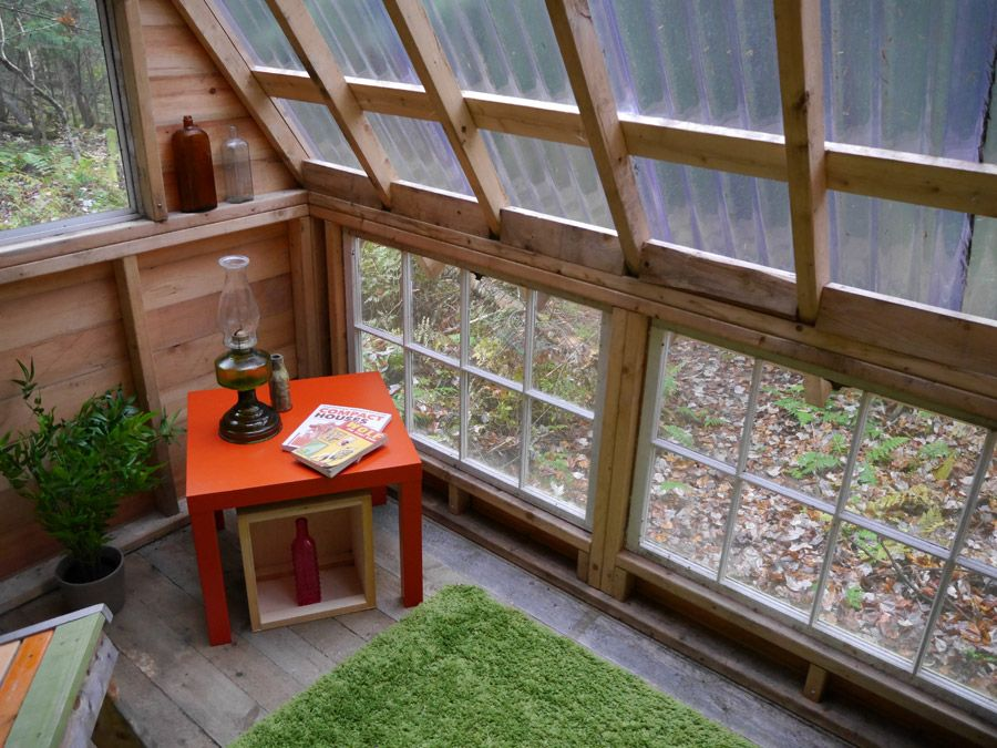 A tiny cabin in Vermont designed by Deek of Relaxshacks.com. Follow Deek on Facebook here.