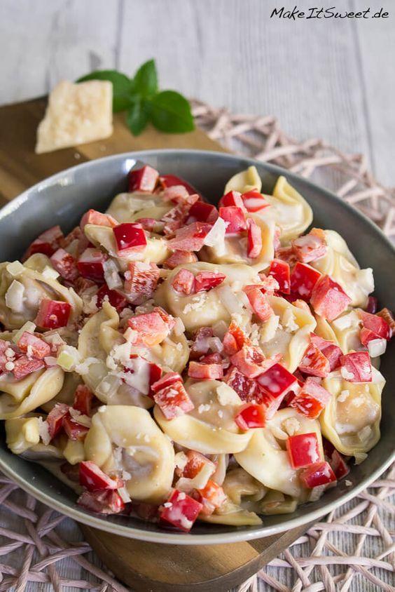 Schneller Tortellini Salat mit Paprika und Parmesan Rezept