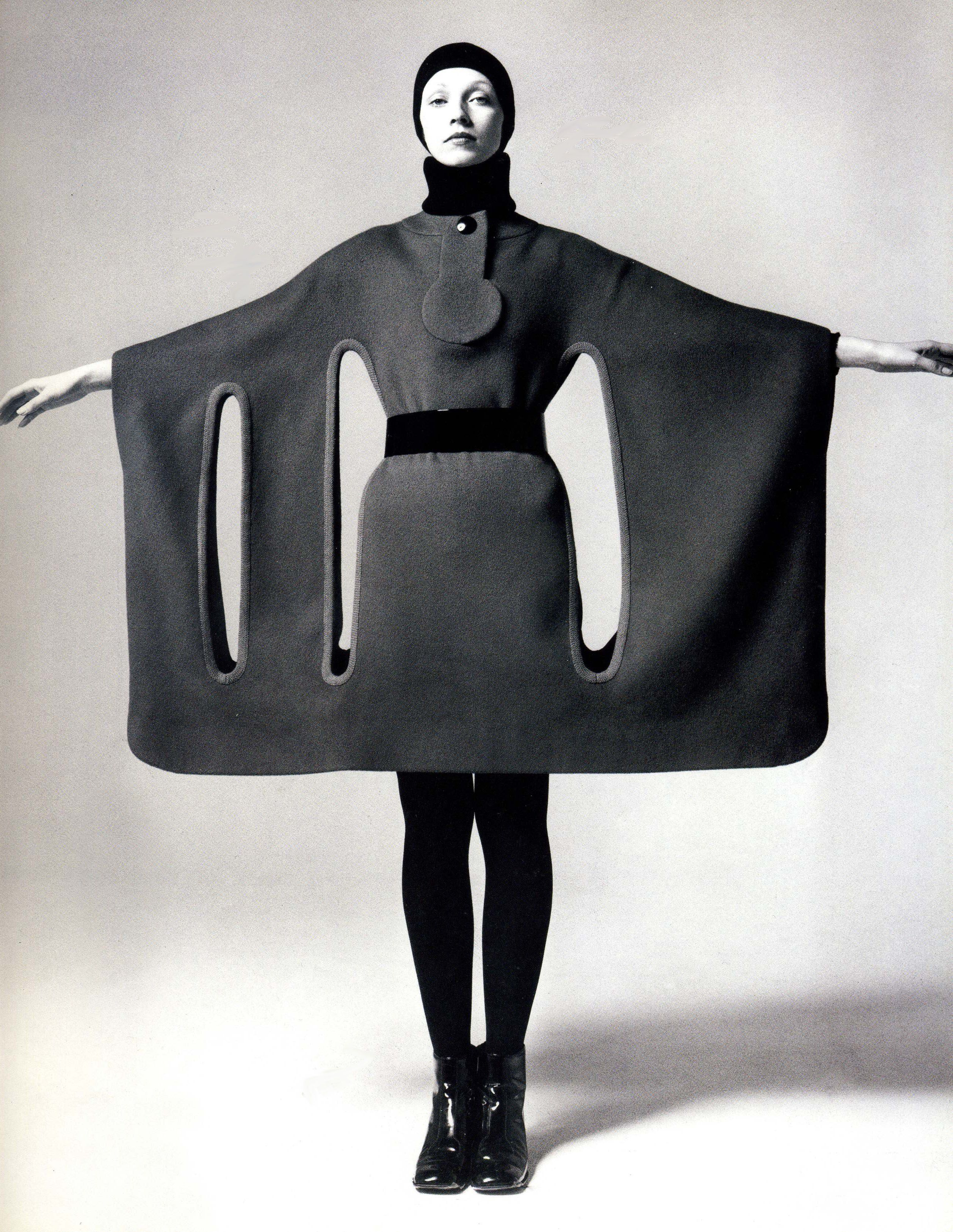 Pierre Cardin Cardin Was Known For His Avant Garde Style And His Space Age Designs He Prefers Geometric Shapes And Mo Fashion History Future Fashion Fashion