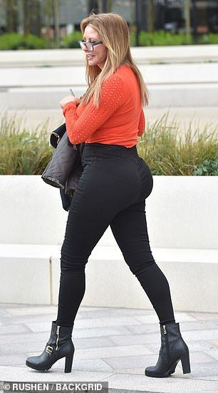 Photo of Carol Vorderman shows off extraordinary new curves in skintight pants