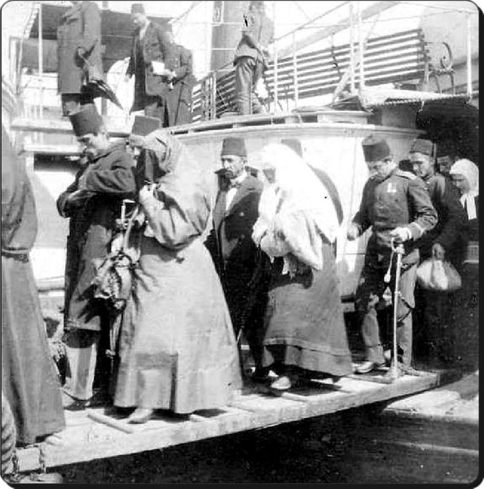 Vapurdan inen yolcular 1908-İstanbul