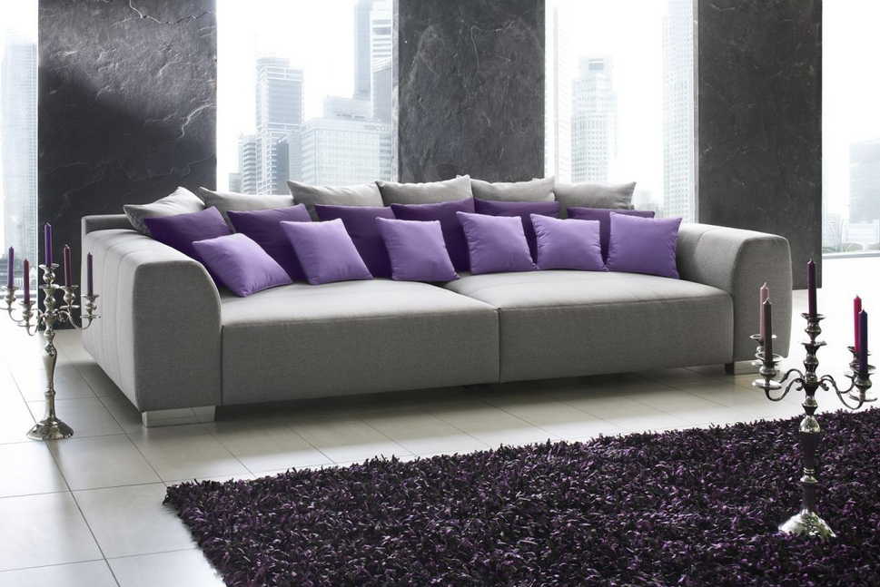 graue couch graue sofa mit einer kombination aus einem. Black Bedroom Furniture Sets. Home Design Ideas