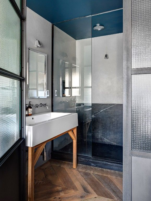 Un plafond bleu hague blue farrow ball tr s apaisant - Peinture pour plafond salle de bain ...