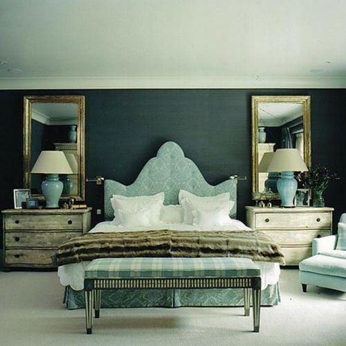 bett design mit kopfteil dunkel wand spiegel | interior: bedroom, Innenarchitektur ideen