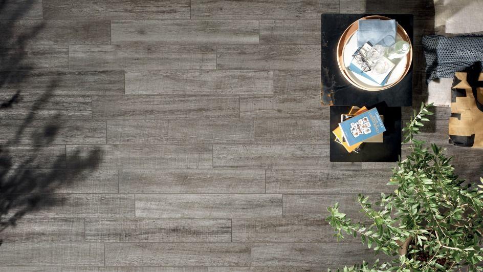 fliesen in holz optik sehen so edel aus wie echtes holz und f hlen sich sogar so an terrasse. Black Bedroom Furniture Sets. Home Design Ideas