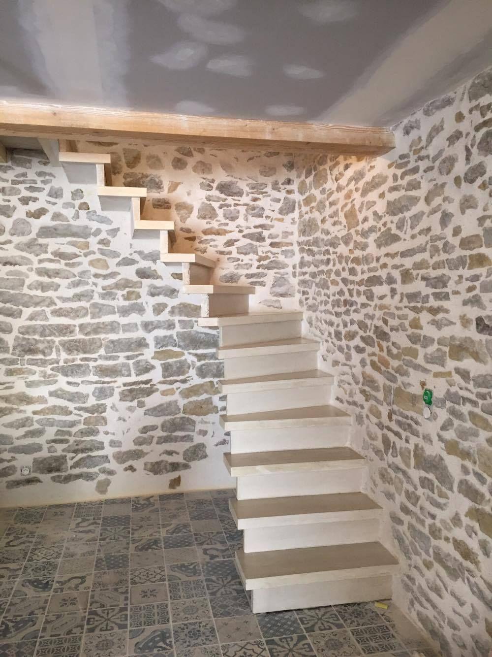 Escalier Béton Teinté Beige   Nez De Marche Carré   1/4 Tournant