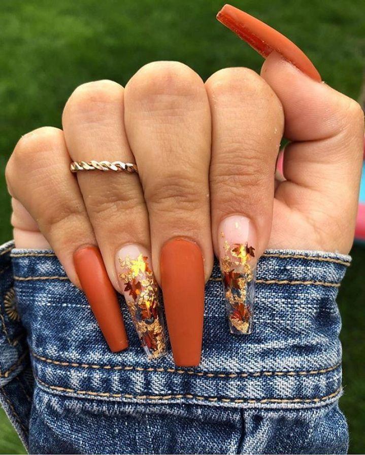 39 Trendy Fall Nails Art Designs Ideas To Look Autumnal Charming Fall Acrylic Nails Autumn Nails Fall Nail Art Designs