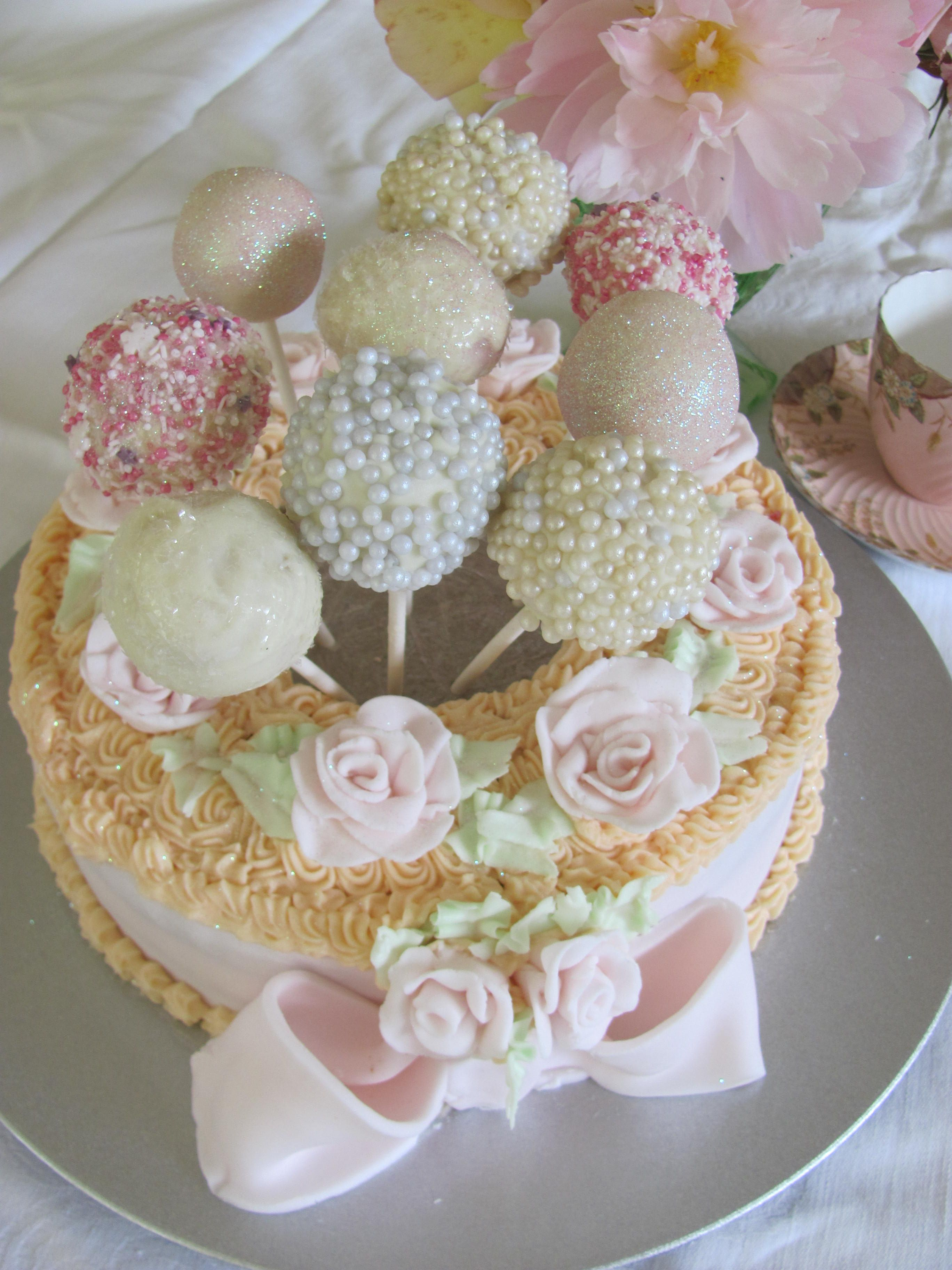 Cake pops and cake add an extra dimension to your cakes