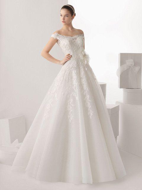 vestido de novia línea a escote bandeja en encaje y pedrería | boda