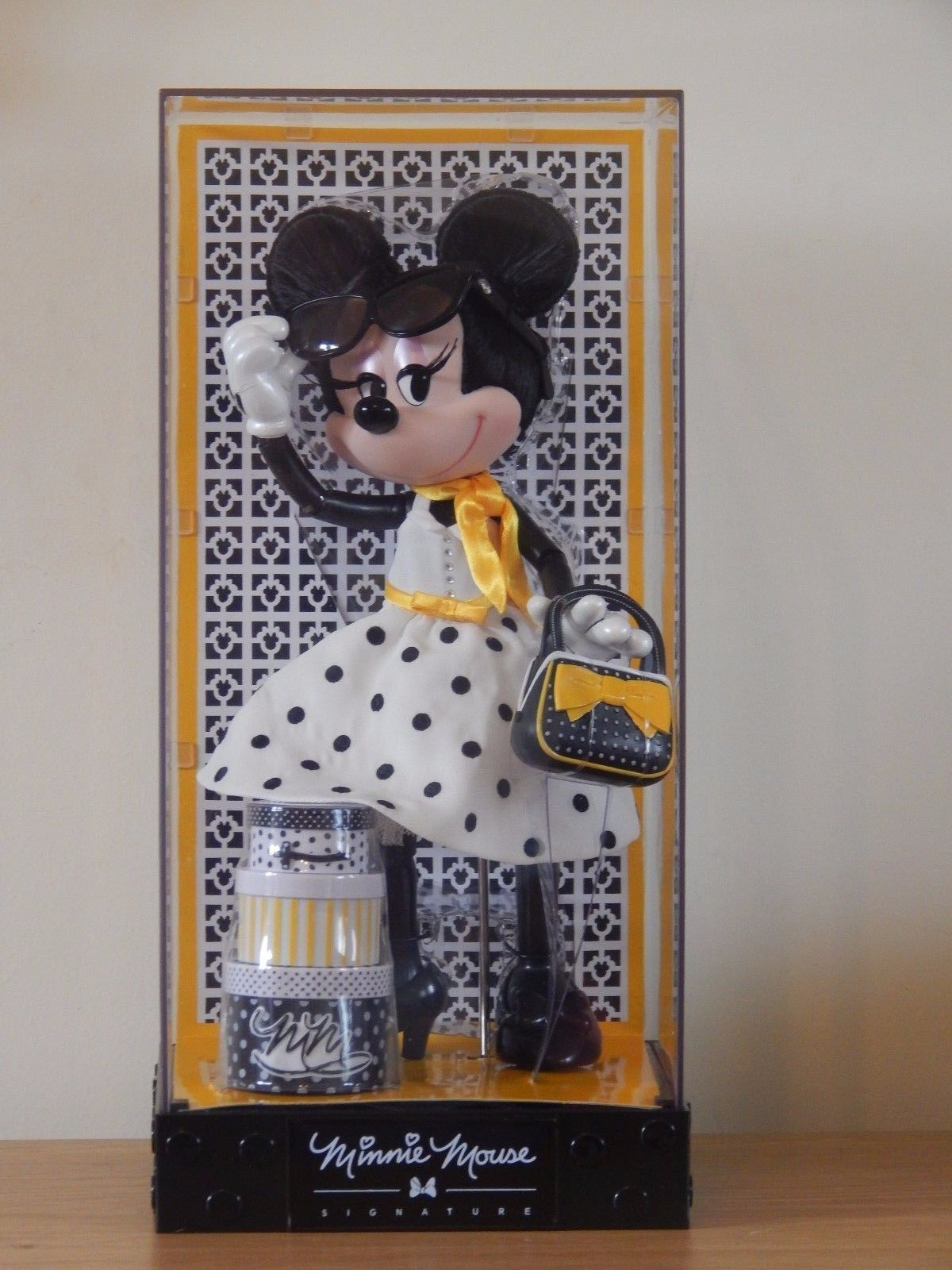 DisneyStore 2017 Limited Edition Minnie Mouse Signature Doll 1 of 4000   115.99