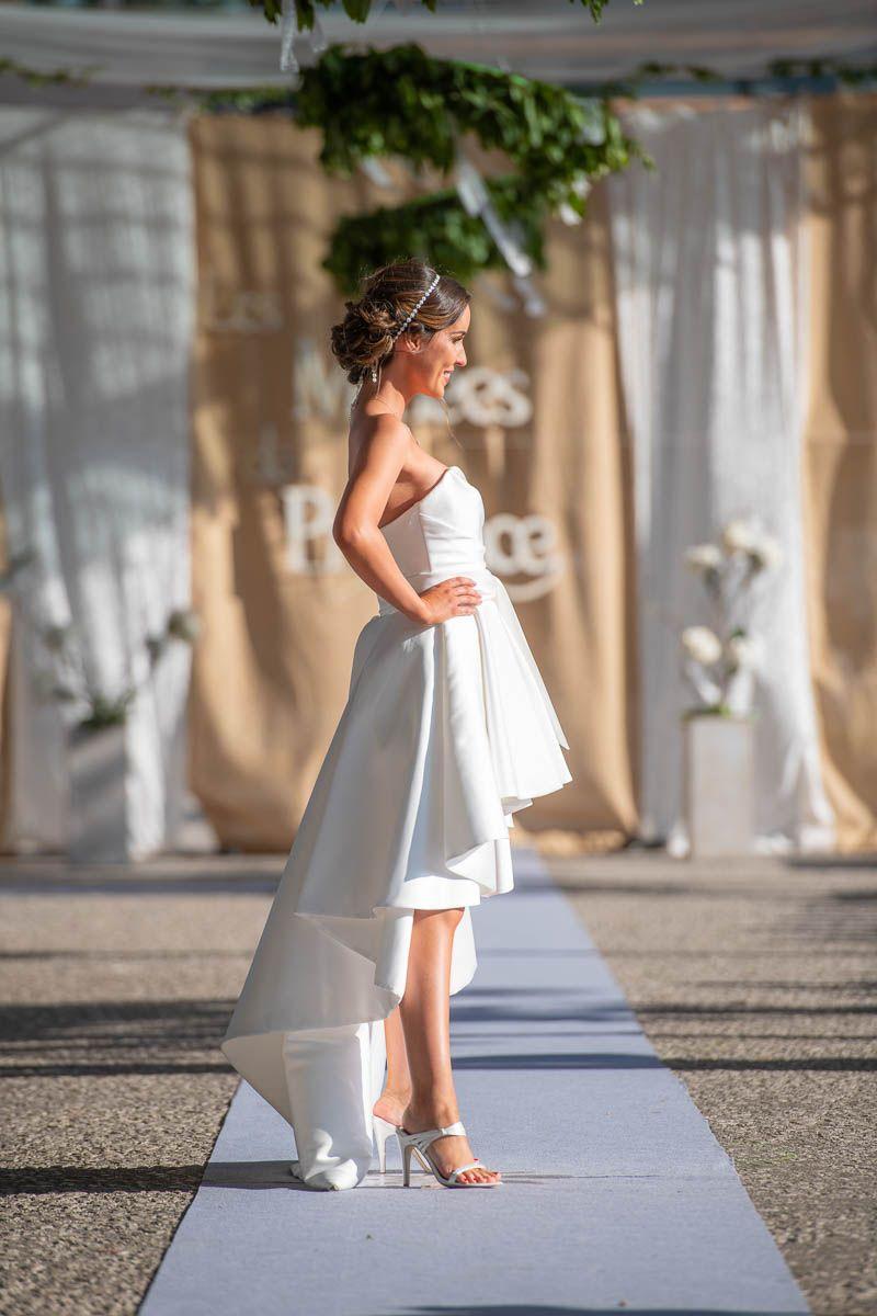 Robe de mariée courte devant longue derriè