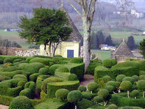 The fabulous topiary of the Marqueyssac Gardens, Dordogne : The Good Life France