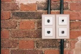 Resultat De Recherche D Images Pour Reseau Electrique Renove Maison Apparent Loft Appareillage Electrique Goulotte Plinthe Electrique