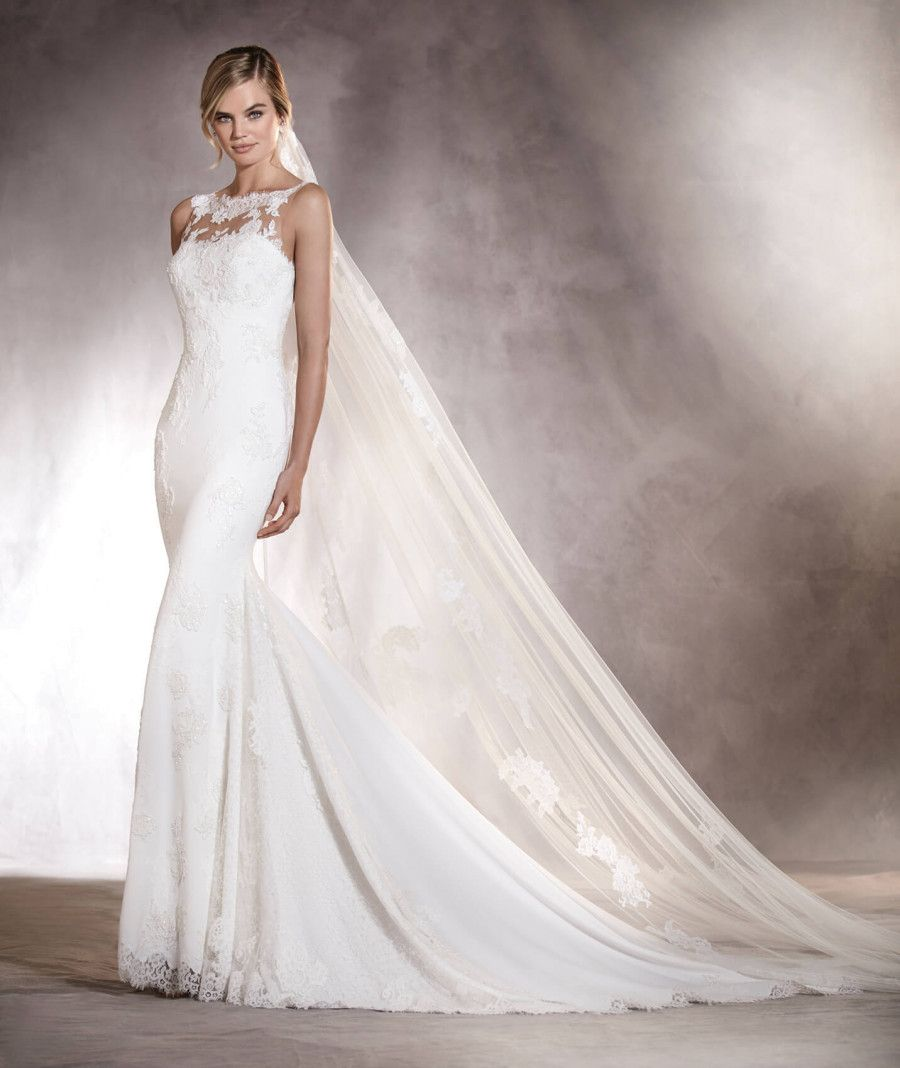 Agata mermaid wedding dress in crepe with a sweetheart neckline agata mermaid wedding dress in crepe with a sweetheart neckline pronovias 2017 ombrellifo Images