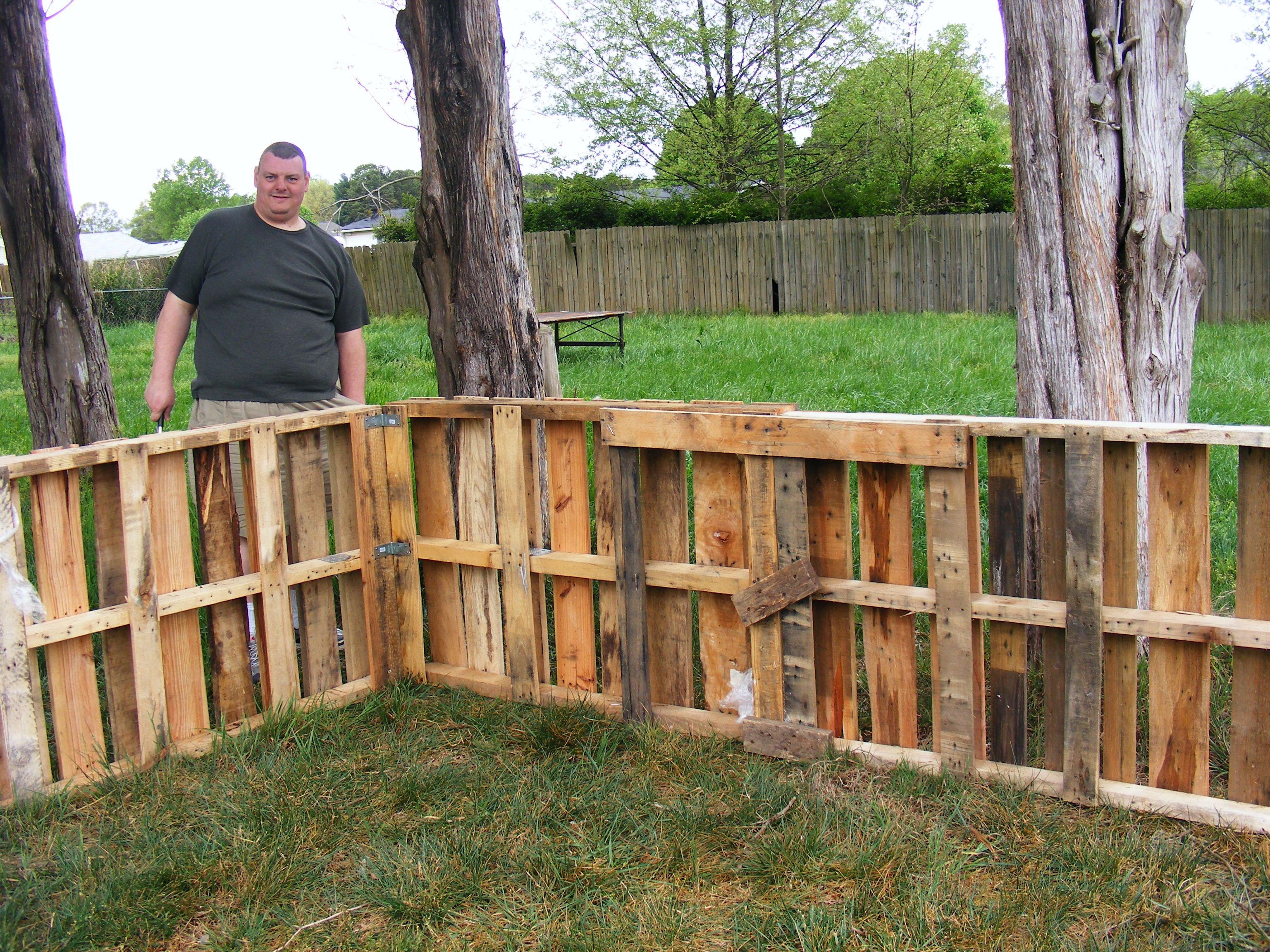 Chicken Fence from pallets Idea - would need chicken wire inside ...