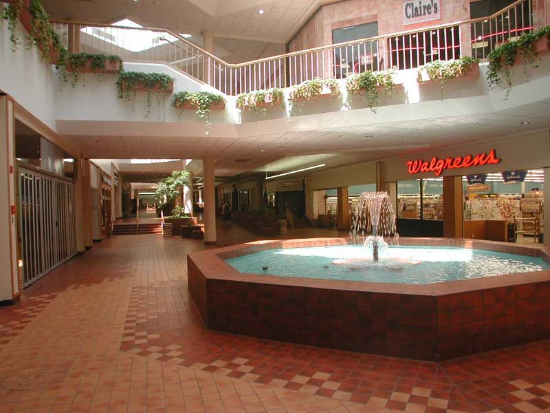 Pool in Middle Of Villa Italia Mall