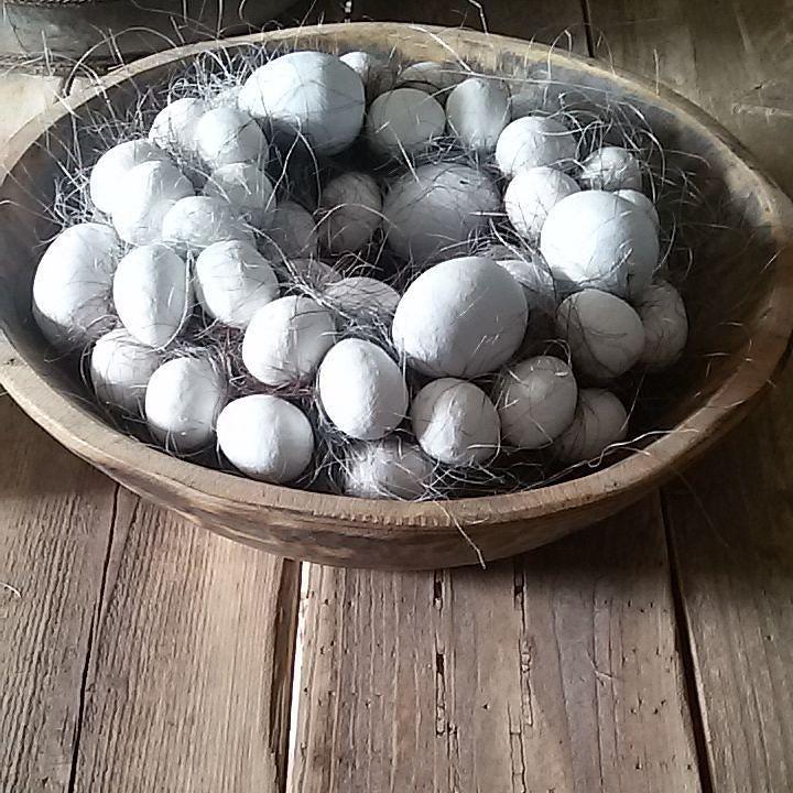 Eienkrans Vandaag een paar kransen gemaakt. Ze waren besteld maar deze ga ik ook nog voor mezelf maken haha.. #eienkrans #ei #eastereggs #easter #pasen #krans #wreath #sfeer #sfeervol #landelijk #landelijkwonen #hout #dewemelaer by _woonspulletjes_