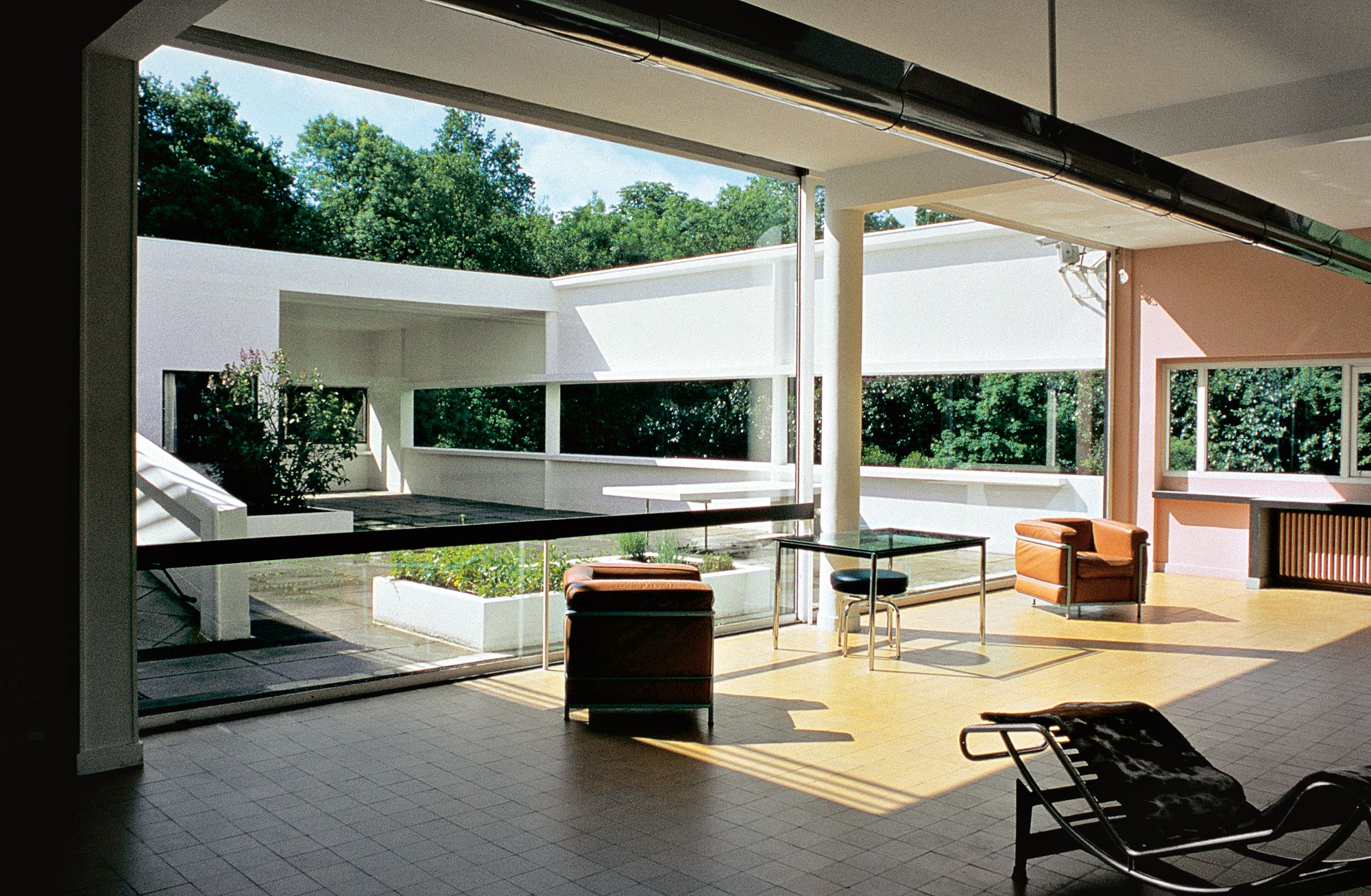 villa savoye essay The villa savoye is a private weekend home built in the 1928 (completed in 1931) for the savoye family located on the summit of a small hill surrounded by trees just outside paris it is a building of complex geometry and undecorated white surfaces, which exemplifies the international style as well as le corbusier's ideas of purism.
