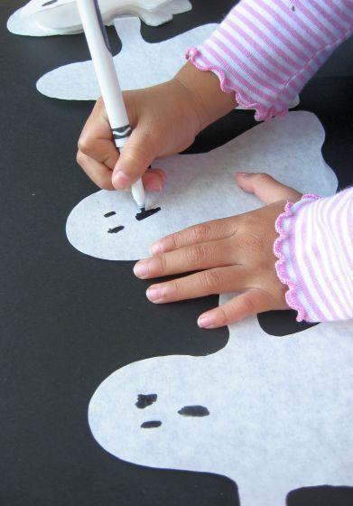 Paper Ghost Garland Garland decoration, Halloween parties and Garlands - homemade halloween decorations for kids
