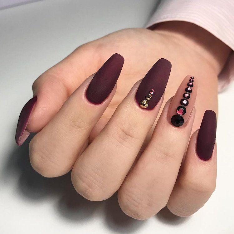 Ongles ballerine ou cercueil , 25 idées de nail art pour les mettre en  valeur