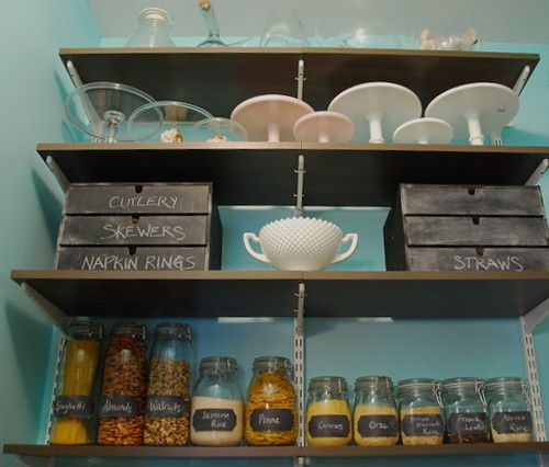 Pantry: chalkboard labels and drawers