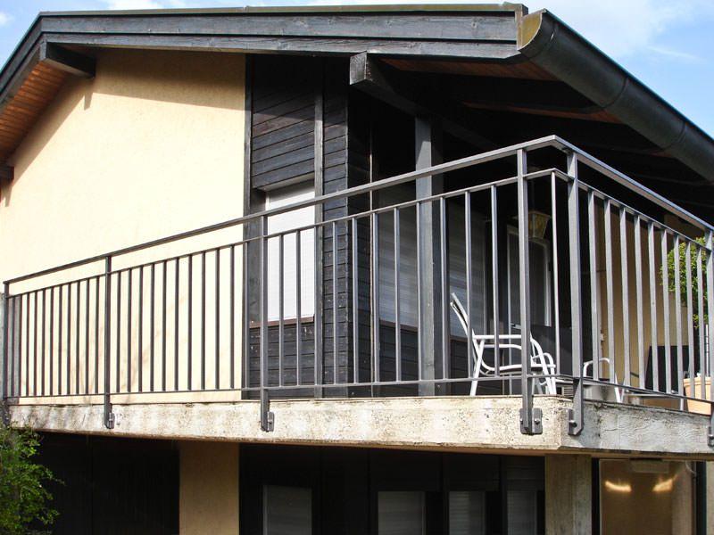 balkongel nder mit rechteckrohr handlauf balkon pinterest balkongel nder handlauf und. Black Bedroom Furniture Sets. Home Design Ideas