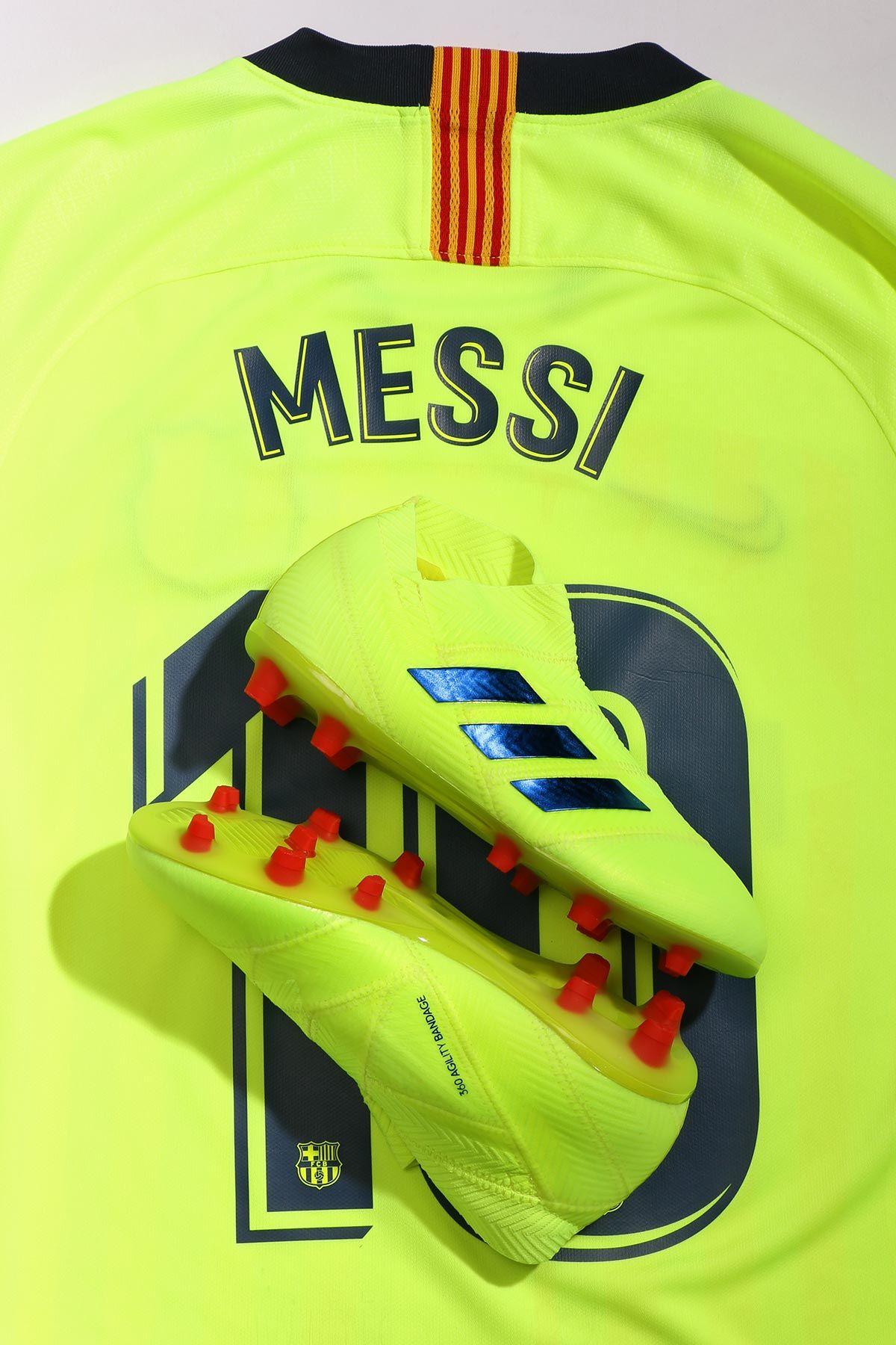 733da922c7 Linka la camiseta de la segunda equipación del FC Barcelona con las nuevas  adidas Nemeziz de la colección Exhibit. Brilla como Messi 🔋.