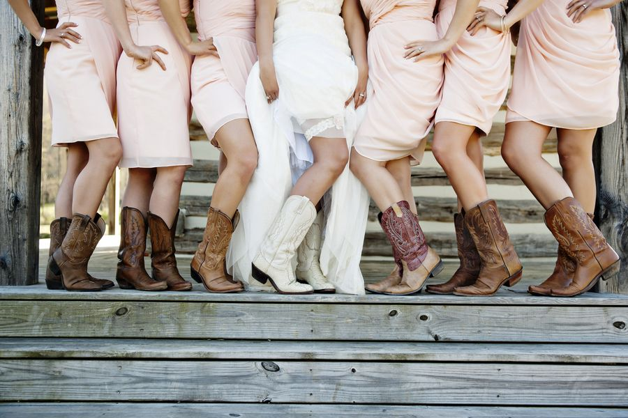 8 Must Have Details For Your Rustic Chic Wedding