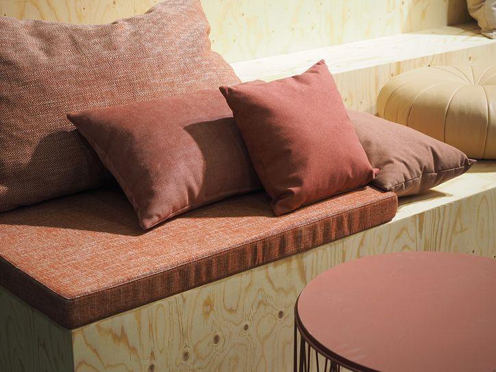Tikkurila_Stockholm-furniture-fair-trends2017_rosa_sofa