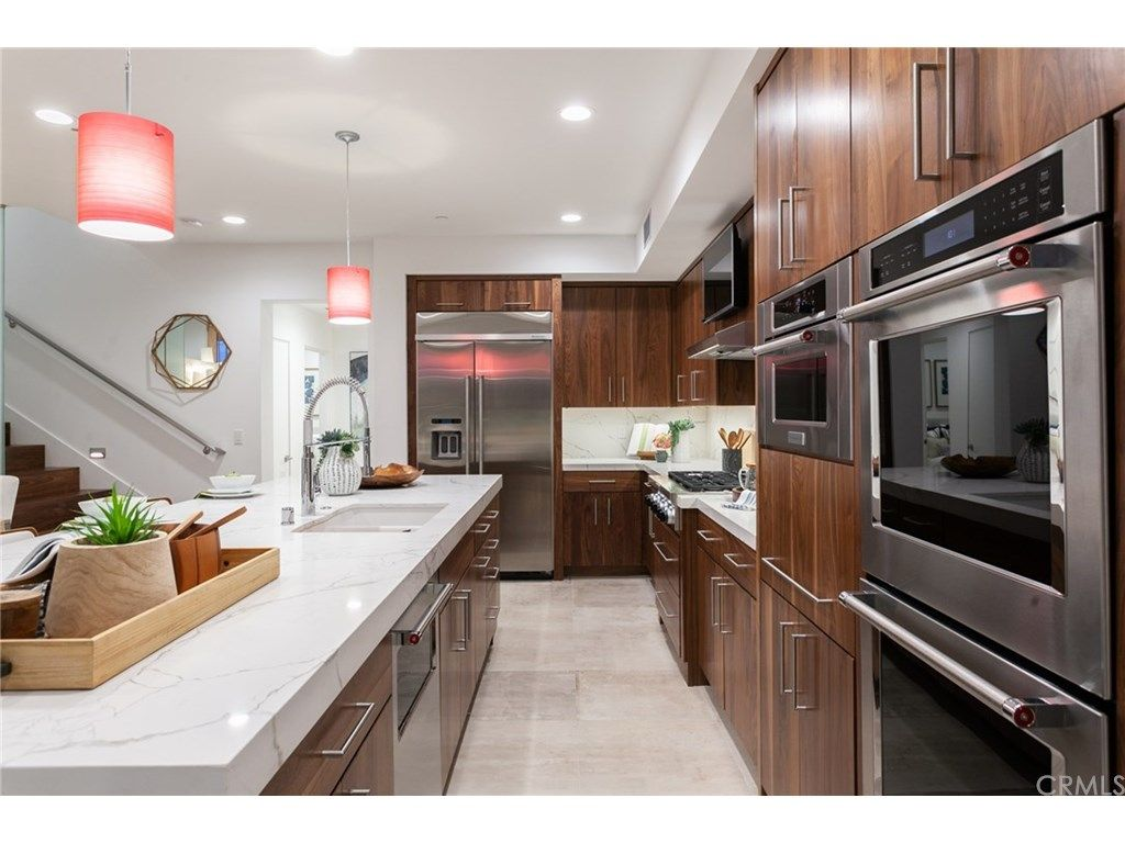355 Walnut Street Newport Beach Ca 92663 Mls Np19027418 Luxury Kitchens Luxury Homes Luxury Real Estate