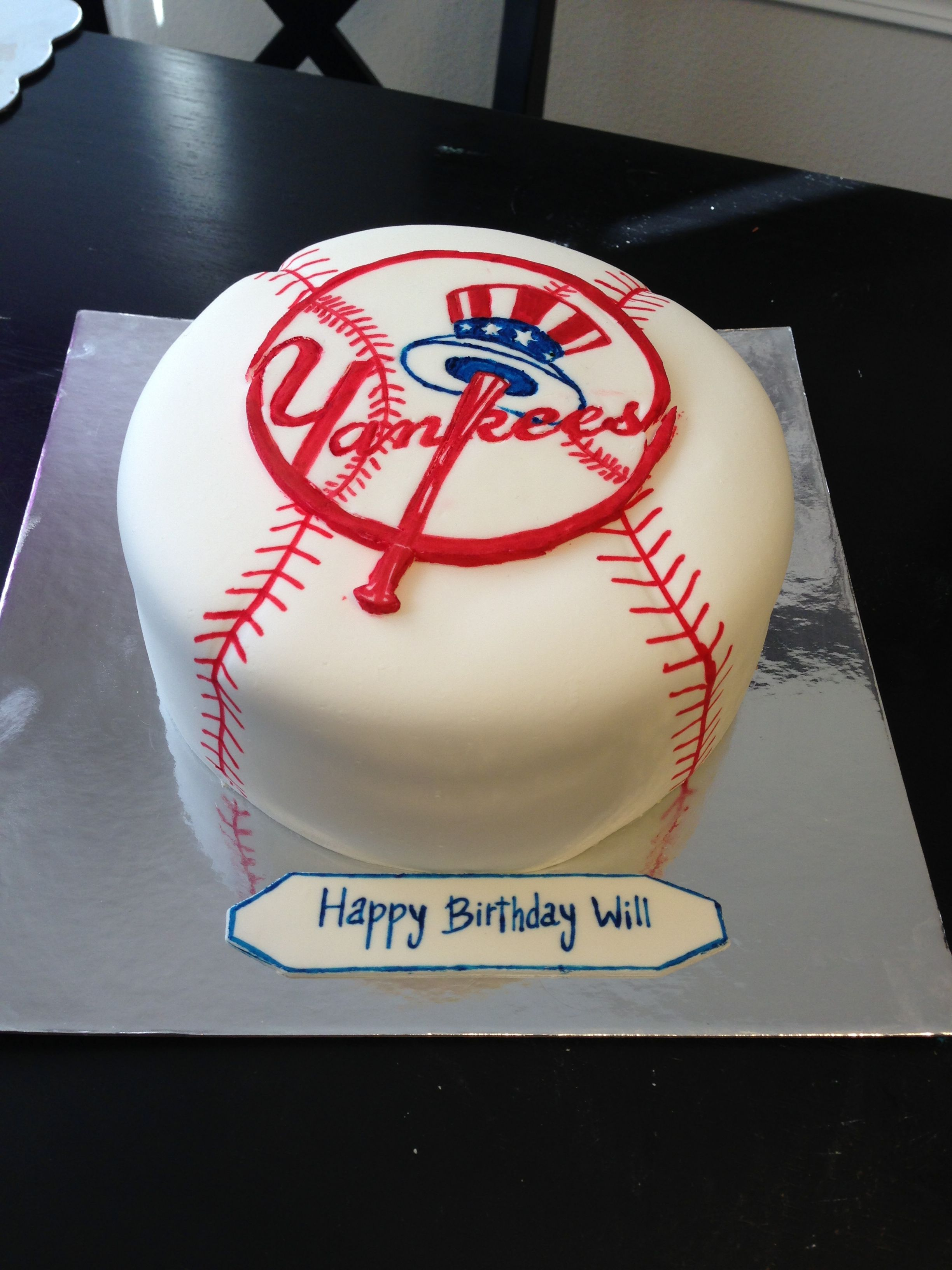 Pin By Stephanie Hill Pack On My Cake Creations Baseball Cake Yankee Cake Yankee Baseball Cake