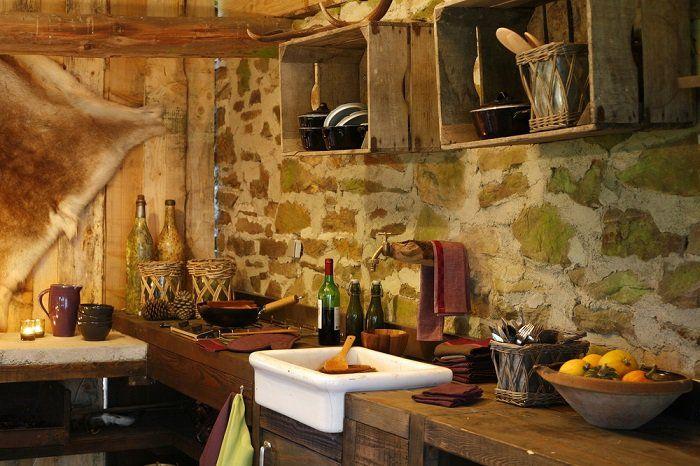 Un diseño para cocinas rústicas donde se usa madera y piedras dando ...