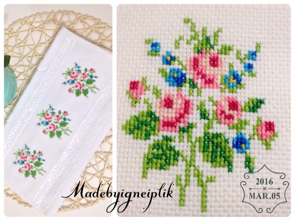 İnstagram / madebyigneiplik Crossstitch floral towel