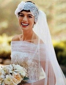 Anne Hathaway Wedding.Anne Hathaway Wedding Not Sure I Like The Headpiece But I Like