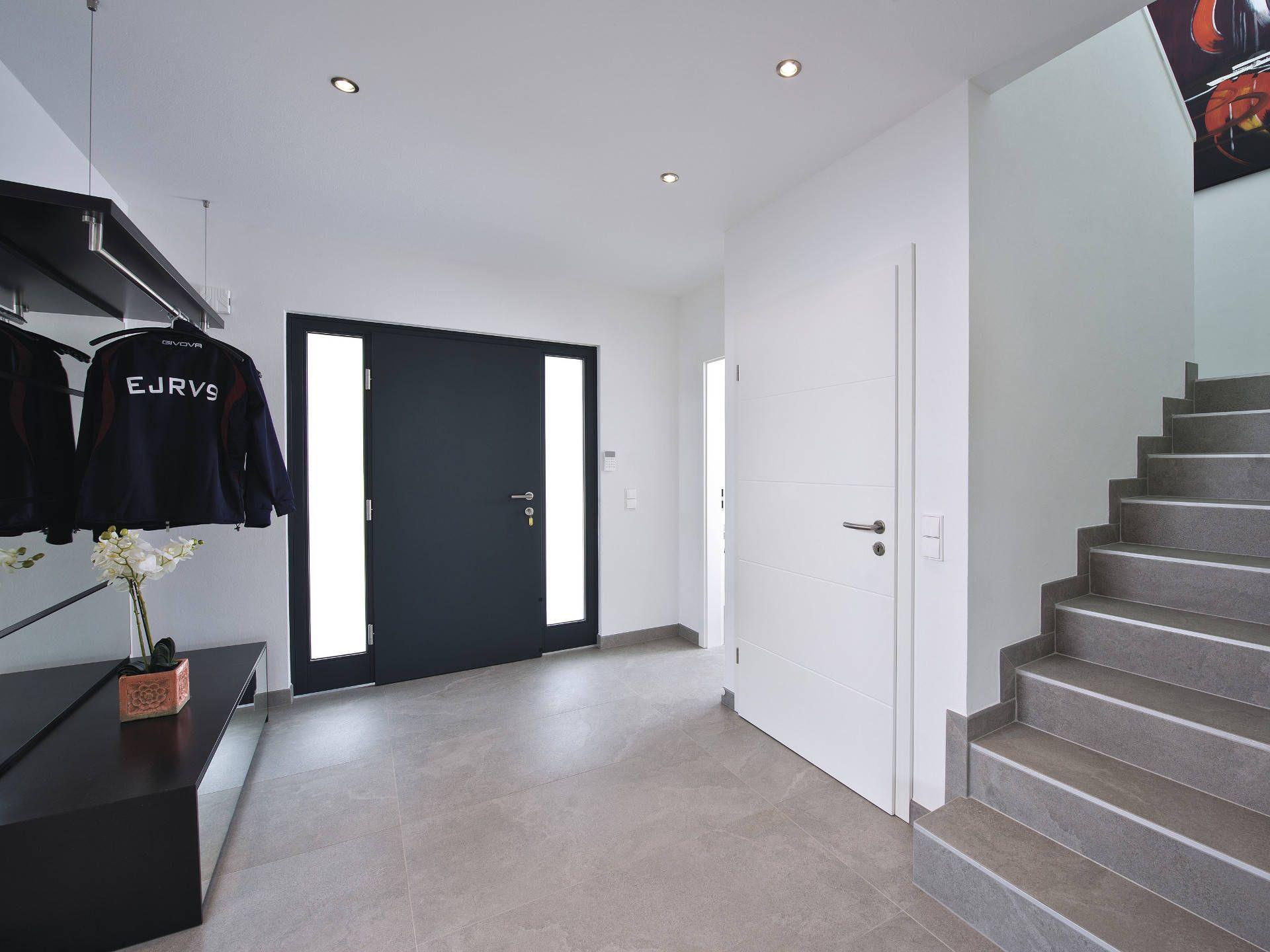Flur In Der Luxusvilla Von WeberHaus U2022 Mit Musterhaus.net Traumhaus Finden  Und Individuellen Flur