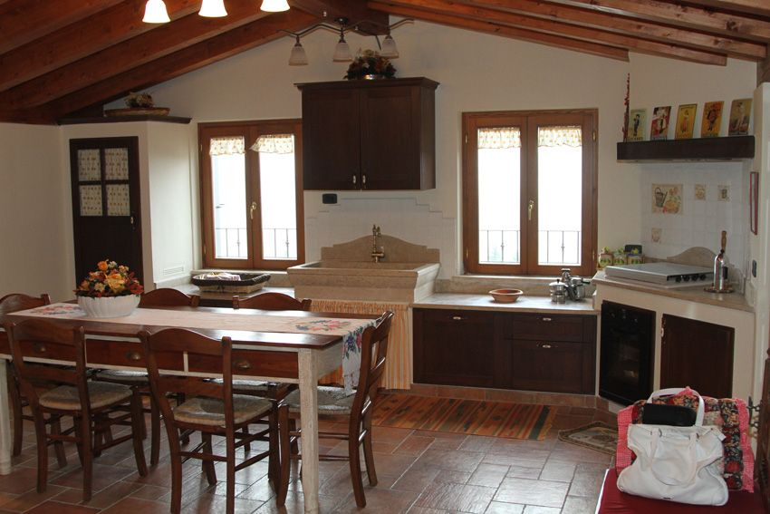 Cucina in muratura con lavello in marmo - Camini Fai da Te ...