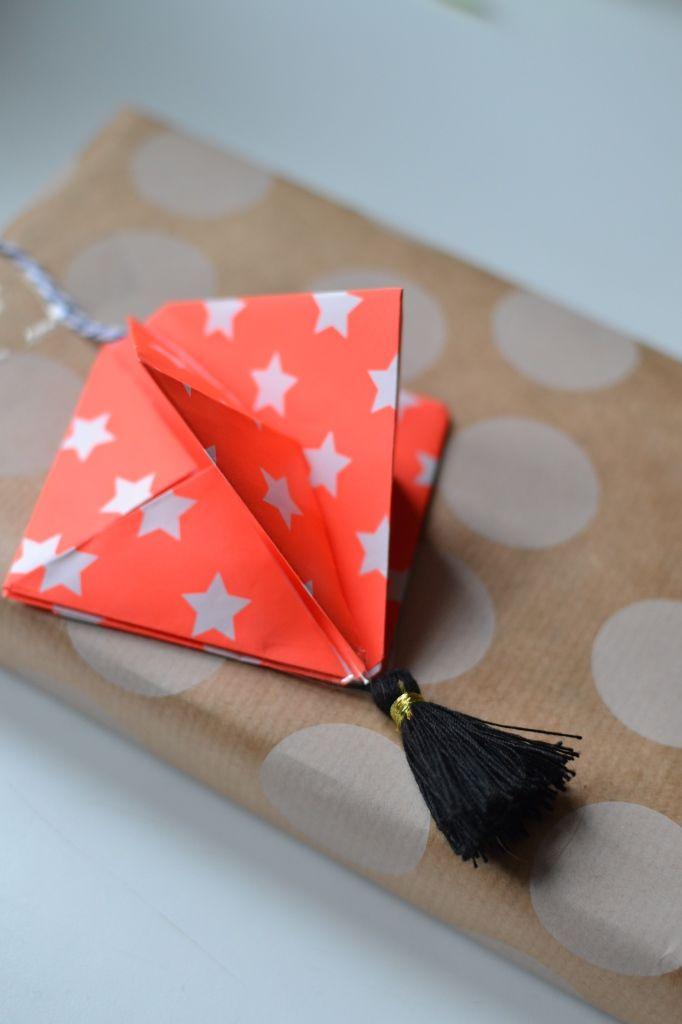 Papieren hanger maken / origami / creatief / wrapping / cadeau / Joliek