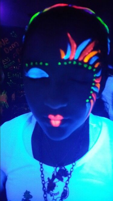 uv paint faces super easy and fun for tween parties party ideas glow in dark party glow. Black Bedroom Furniture Sets. Home Design Ideas