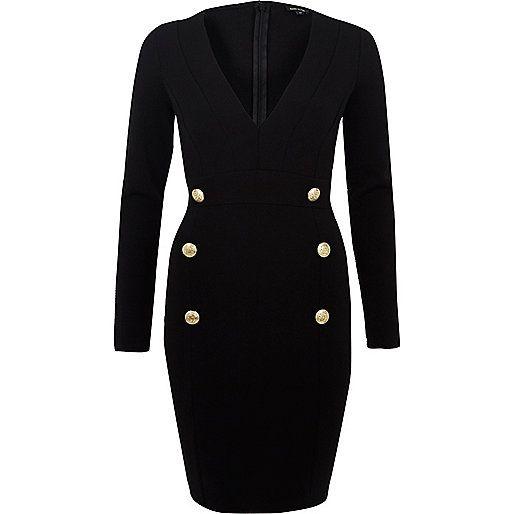 Zwarte jurk met diep decolleté en knopen