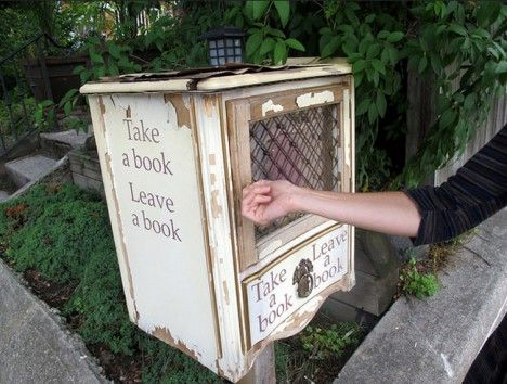 little free library nightstand? The movement began in Wisconsin - free bol
