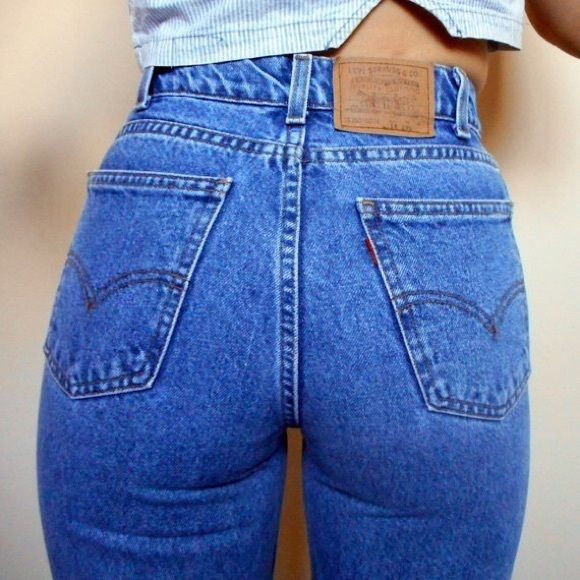 f5221610364 Vintage Levi s high waisted Mom Jeans Medium wash
