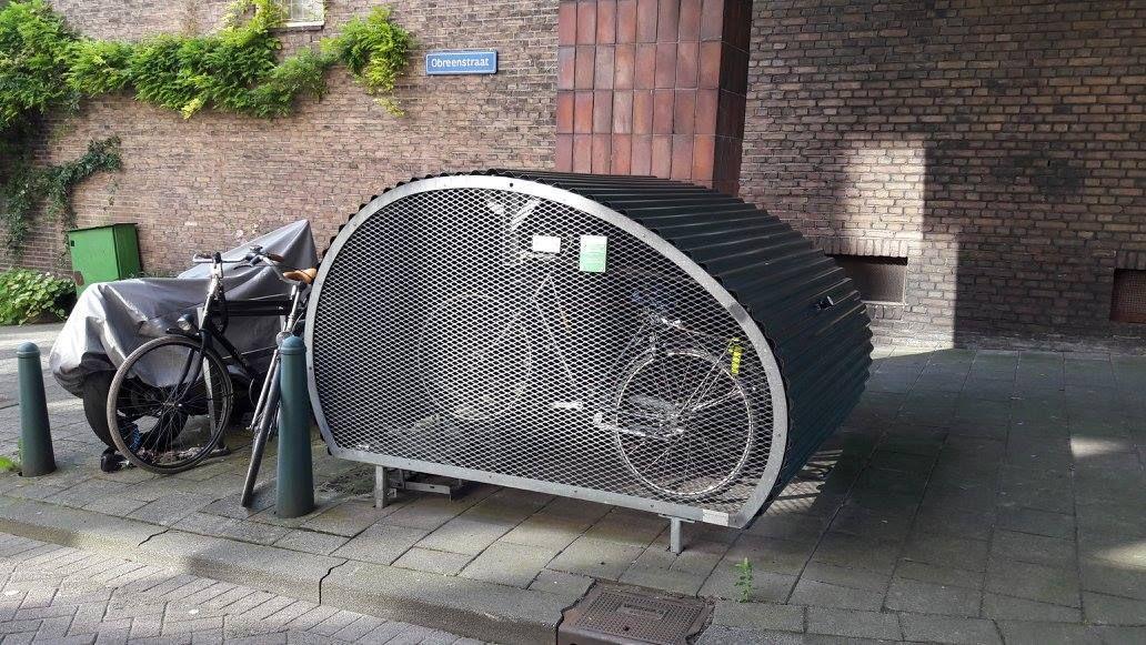 Ein Standard, der überall zu sehen ist: sicherer und trockener Parkplatz für Anwohner