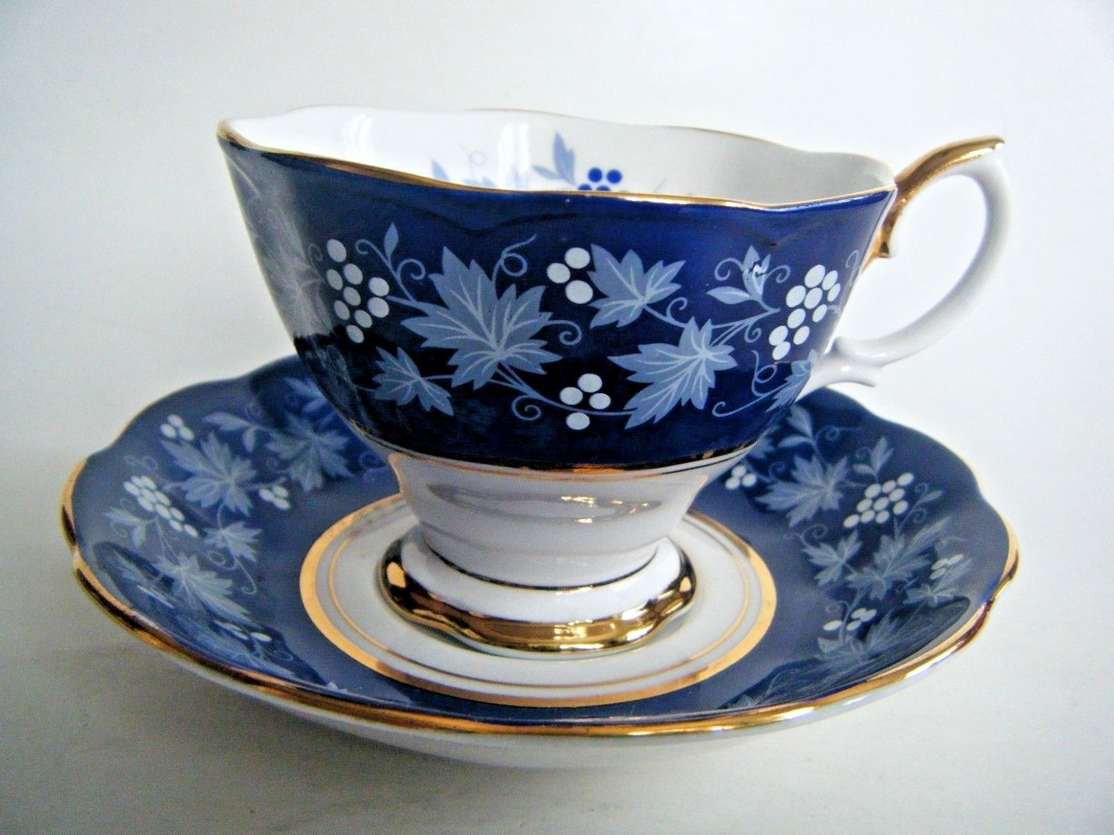 royal albert bone china tea cup saucer chateau series dijon royal blue white sch nes. Black Bedroom Furniture Sets. Home Design Ideas