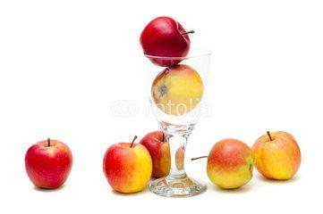 An apple a Day …, Äpfel, gesundes Obst für jeden Tag, rot und knackig, Apfelsaft, vegane Kost, lecker, Fruchtzucker, süße Früchtchen